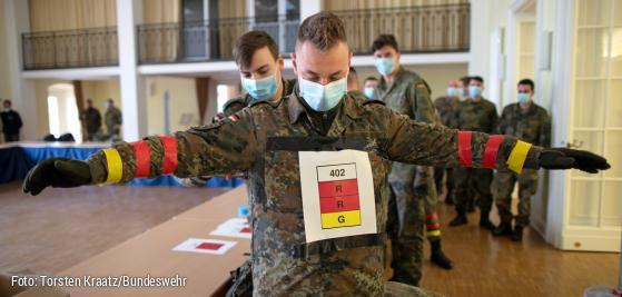 Soldatinnen nackt bundeswehr Barrieren der