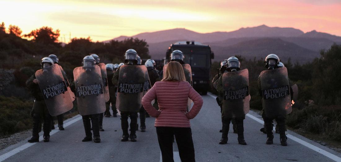 Knüppel gegen Protest