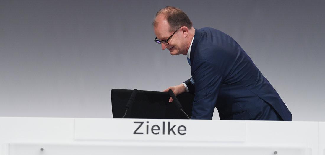 28.09.2020: Stühlerücken bei Commerzbank (Tageszeitung junge Welt)