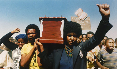 »Mutter der Nation«: Winnie Madikizela-Mandela bei der Beerdigun...