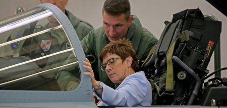 Vorhaben offiziell: Verteidigungsministerin Kramp-Karrenbauer wi
