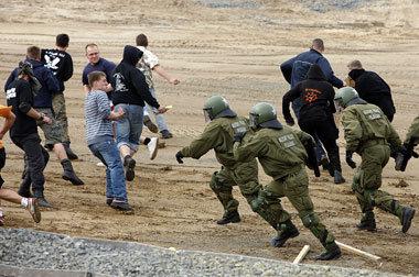 Feldjäger trainieren auf dem TruppenübungsplatzLü