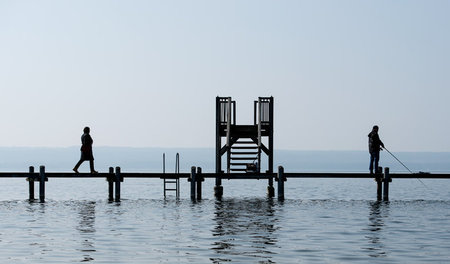 Angler_am_Ammersee_48691739.jpg