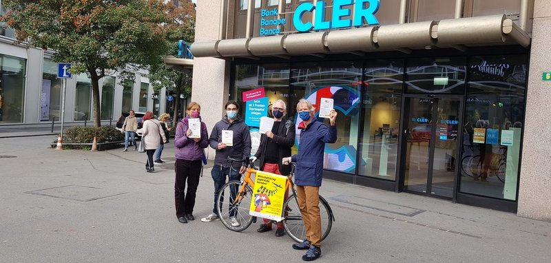 Protestaktion vor der Bank Cler