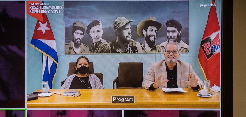 Enrique Ubieta Gómez referiert