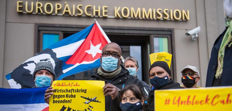 Demonstration von »Unblock Cuba!« vor der EU-Vertretung