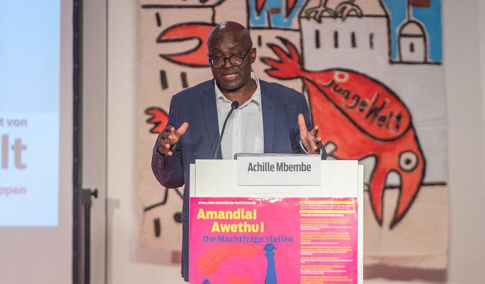 Achille Mbembe auf der Konferenz. Foto: Christian Ditsch/Version