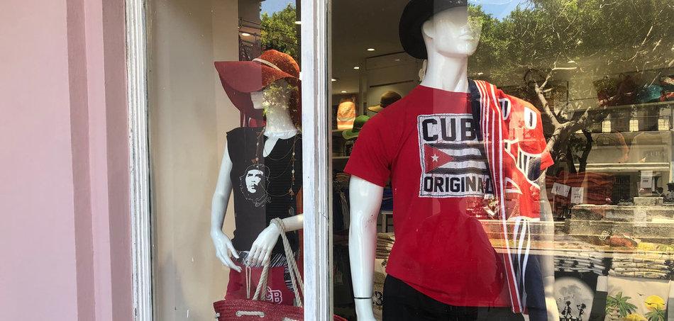 T-Shirts für 30 US-Dollar in einer Boutique im Zentrum von Havanna