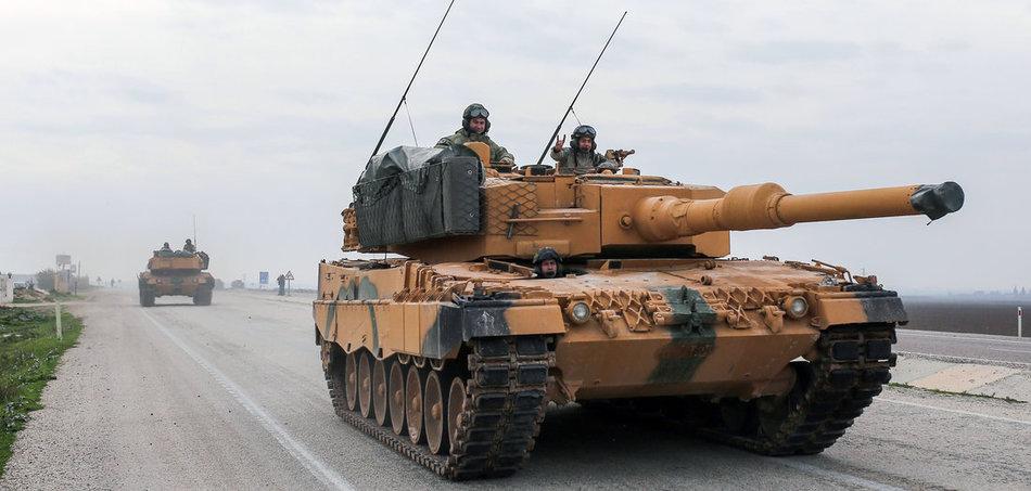 Türkische Panzer vom Typ »Leopard 2A4« in der Nähe der syrischen Grenze (21.1.2018). Foto: XinHua/dpa