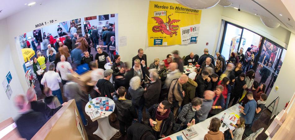 Am Einlass zum Tagungsort der Rosa-Luxemburg-Konferenz herrschte auch im Januar 2019 Gedränge. Foto: Christian-Ditsch.de