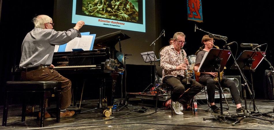 Neuer Anlauf, uns aufzurütteln: Hannes-Zerbe-Quartett auf der M&R-Künstler-Konferenz im Juni (links der Komponist). Foto: F. Boillot