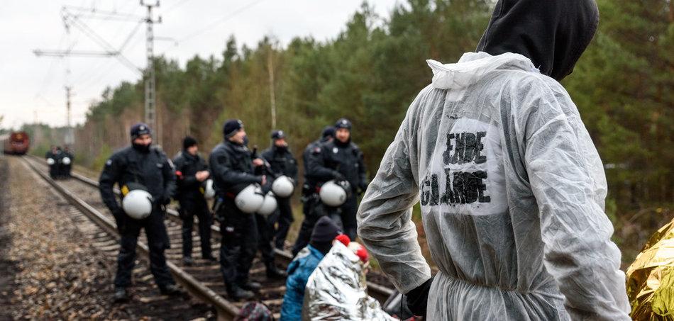 Blockade der Schienen einer Kohlebahn bei Kathlower Mühle in der Lausitz (30.11.2019). Foto: Florian Boillot