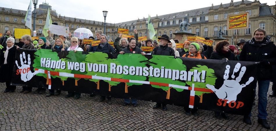 Demonstration gegen das Bahnprojekt »S 21« in Stuttgart (28.12.2012). Foto: Jan-Philipp Strobel/dpa