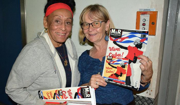 Petra Wegener von der Freundschaftsgesellschaft BRD-Kuba und Omara Portuondo